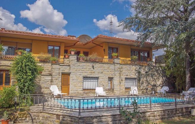 Villa for sale in Vicchio, Italy (rightmove)