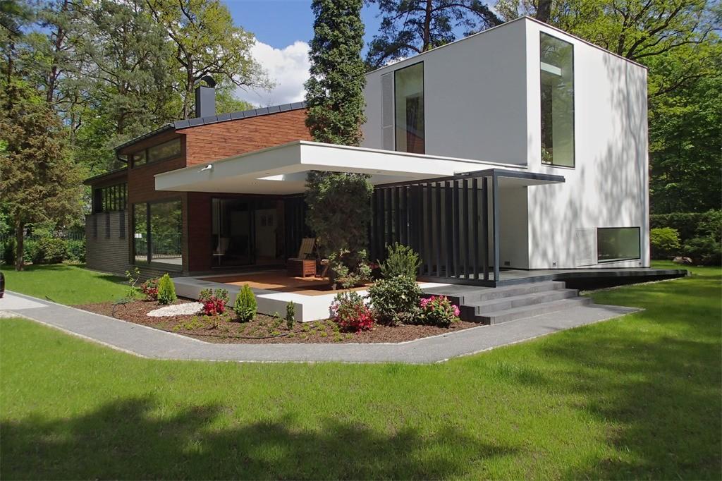 Modernist villa for sale in Warsaw, Poland (Sotheby's International)