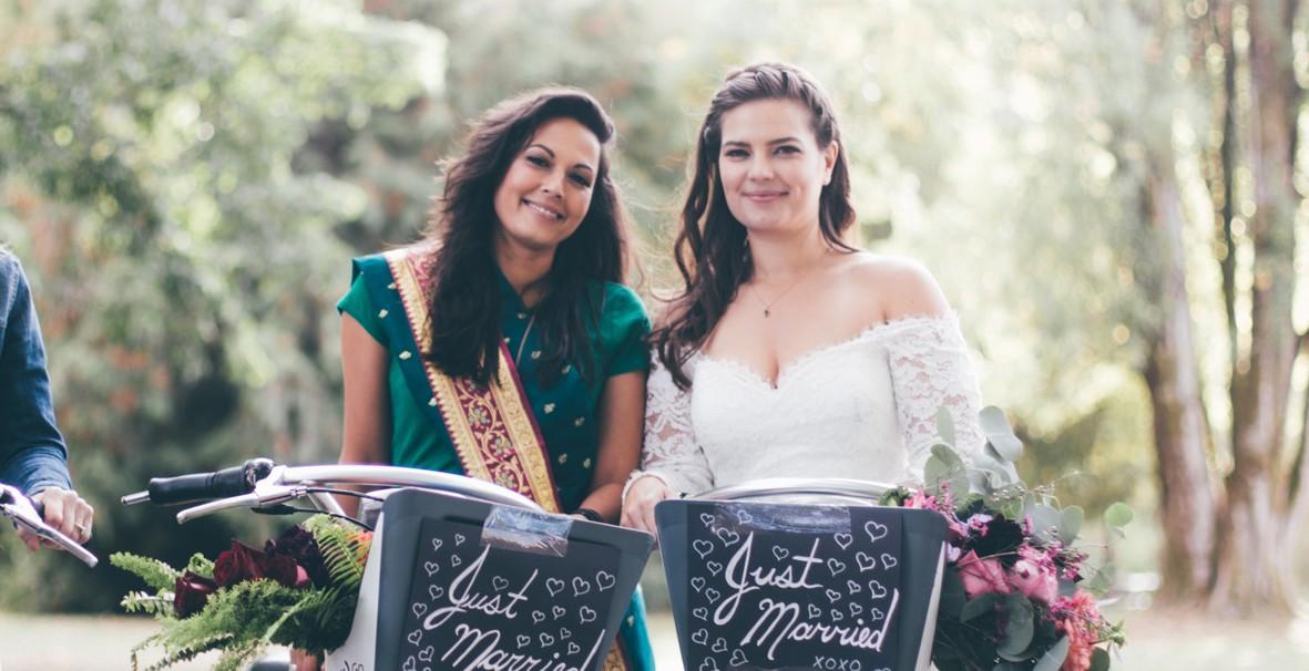 Vancouver brides ride Mobi bikes to wedding reception (PHOTOS)