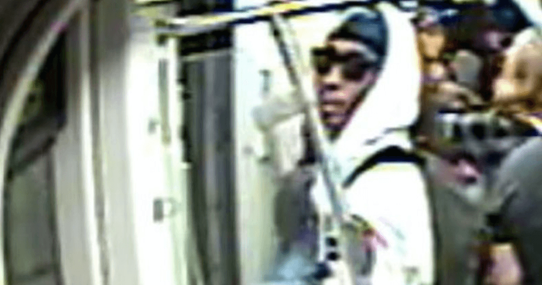 Police looking for man who assaulted 50-year-old woman on streetcar
