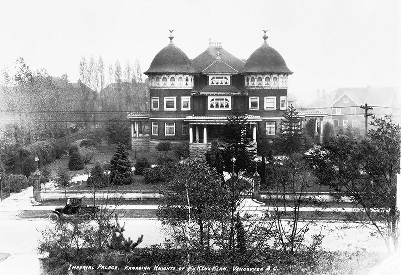 Imperial Palace of the Kanadian Knights of the Ku Klux Klan, aka Glen Brae Manor at 1690 Matthews Avenue in 1925. Photo by Stuart Thomson, City of Vancouver Archives #99-1494.