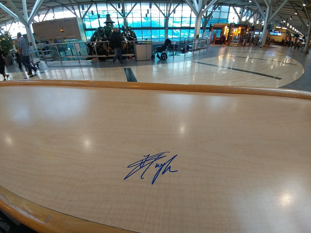 Steven Tyler left his mark (literally) at YVR Airport.