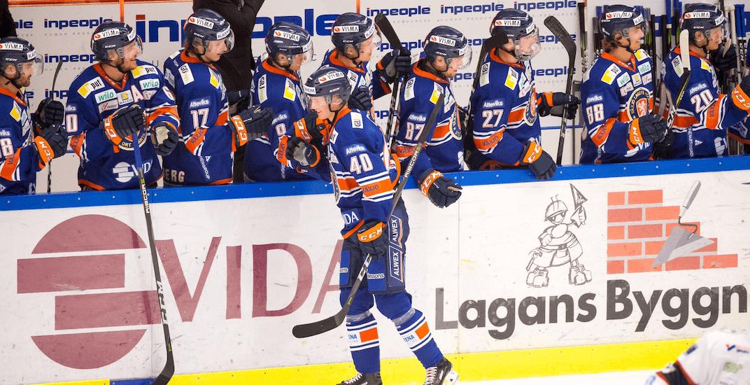 Canucks prospect Pettersson continues to score despite move to centre ice position
