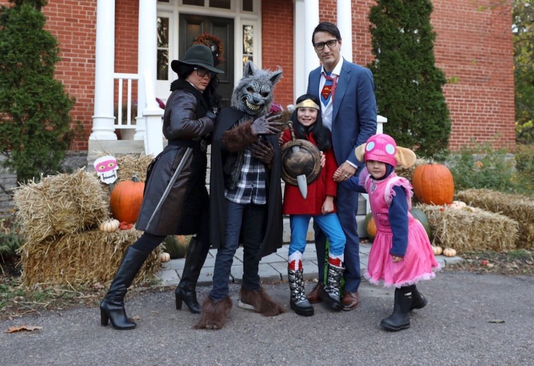 trudeau dresses up and goes trick-or-treating with family for