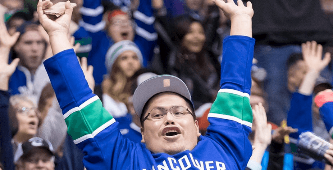 When is it appropriate to do the wave at a hockey game?
