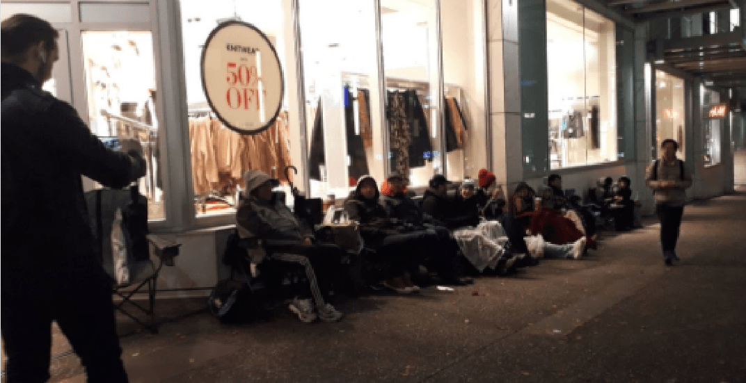 Apple enthusiasts line up overnight for iPhone X release in Vancouver (PHOTOS)