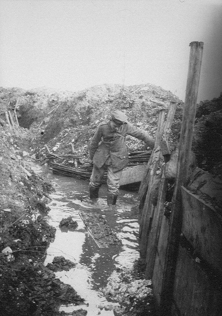 A Canadian soldier in the trenches during World War I (Library and Archives Canada)