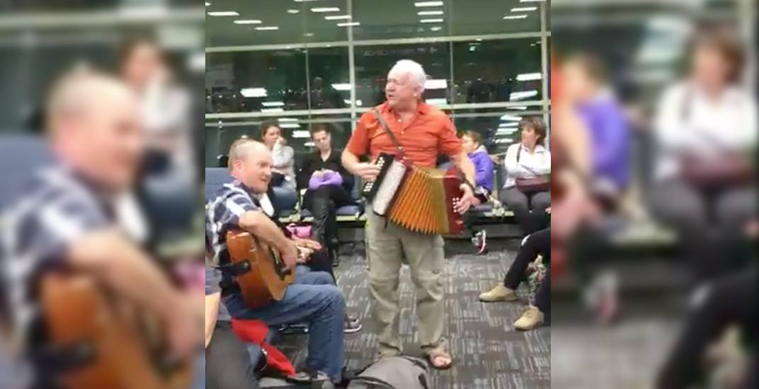 Canadian airline passengers had an epic East Coast singalong at Pearson Airport last night (VIDEO)