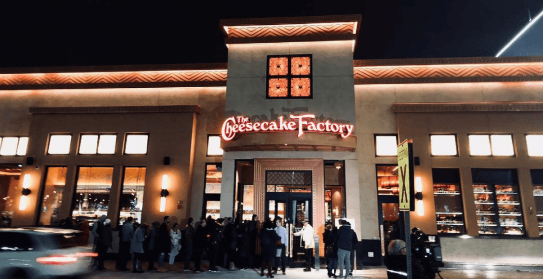 There are massive lines at the Cheesecake Factory grand opening right now (PHOTOS)