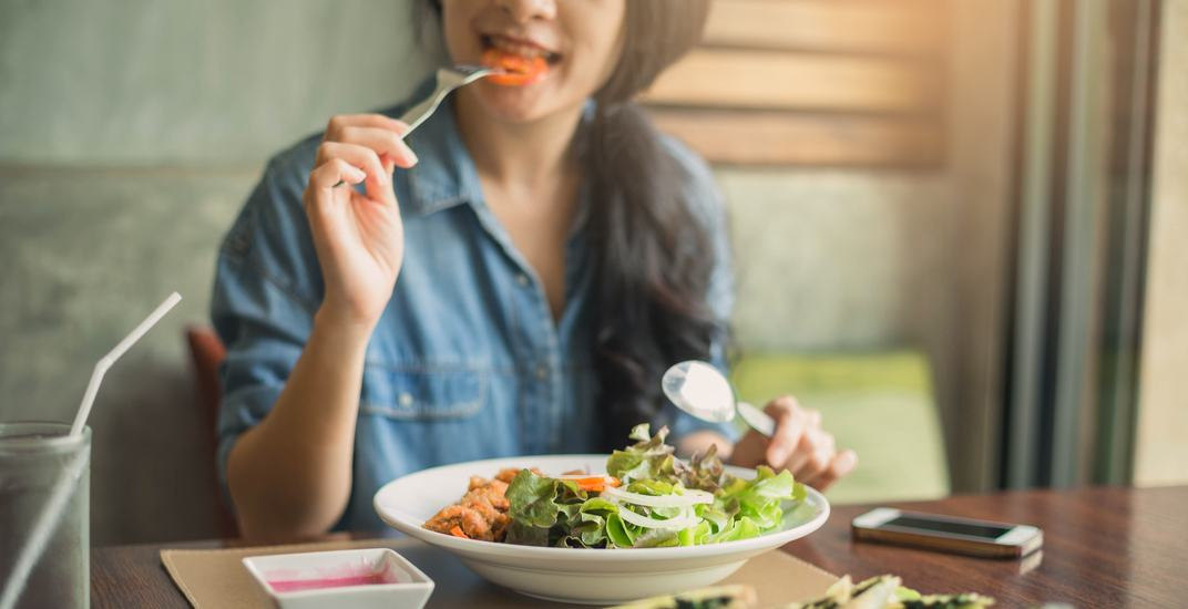 Big salad for dinner / Shutterstock