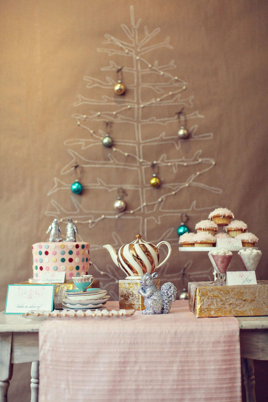 Kraft paper tree / Stylemepretty.com