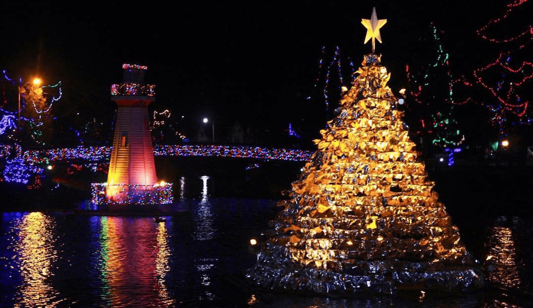 This Ontario town is lit up with thousands of magical Christmas lights (PHOTOS)