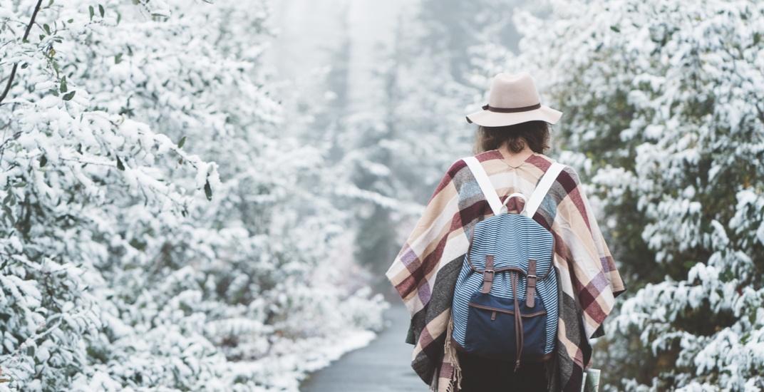 Young woman walking / Shutterstock