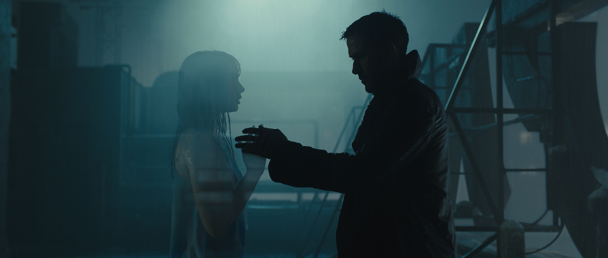 Joi experiencing rain for the first time, with K, in Blade Runner 2049 (©2017 ALCON ENTERTAINMENT, LLC., WARNER BROS. ENTERTAINMENT INC. AND COLUMBIA TRISTAR MARKETING GROUP, INC. ALL RIGHTS RESERVED.)