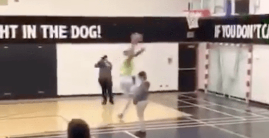 Former CFL player knees some poor kid in the face during slam dunk competition (VIDEO)