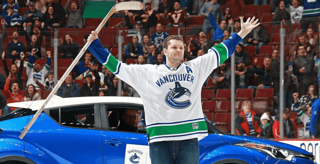 Fan wins free car at Vancouver Canucks game (VIDEO)