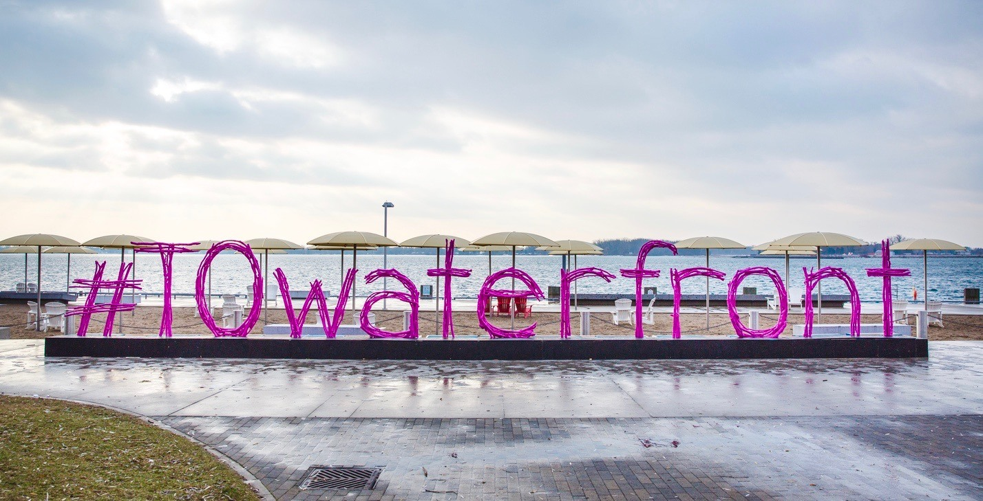 City unveils new 50-ft long bright pink Toronto waterfront sign (PHOTOS)