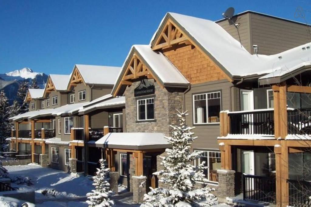 Rocky Mountain Getaway near Canmore, Alberta (Airbnb)