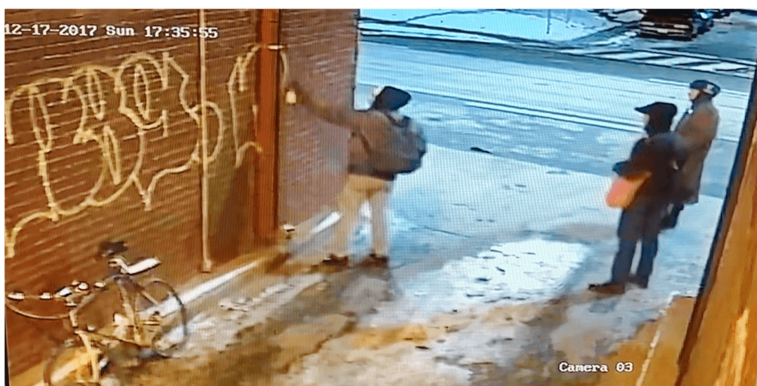 Toronto graffiti tagger caught red-handed (VIDEO)