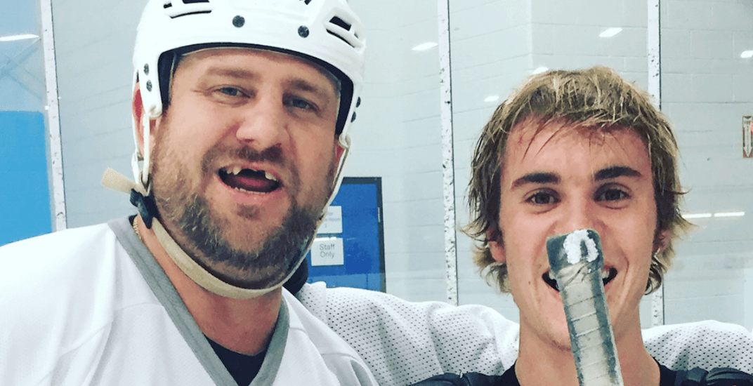 Justin Bieber spotted playing hockey at Toronto-area ice rink (PHOTOS)
