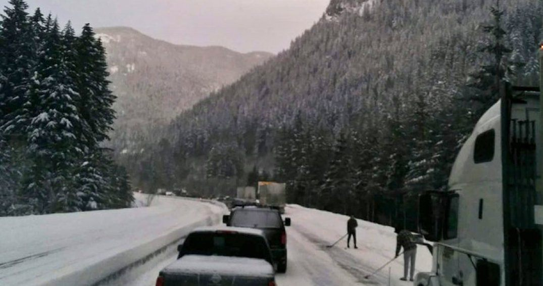 Oh Canada: Stranded travellers play road hockey during BC highway closure