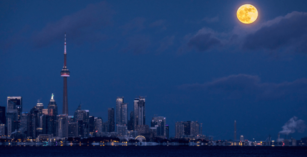 There was a massive Wolf Moon visible over Toronto last night (PHOTOS)