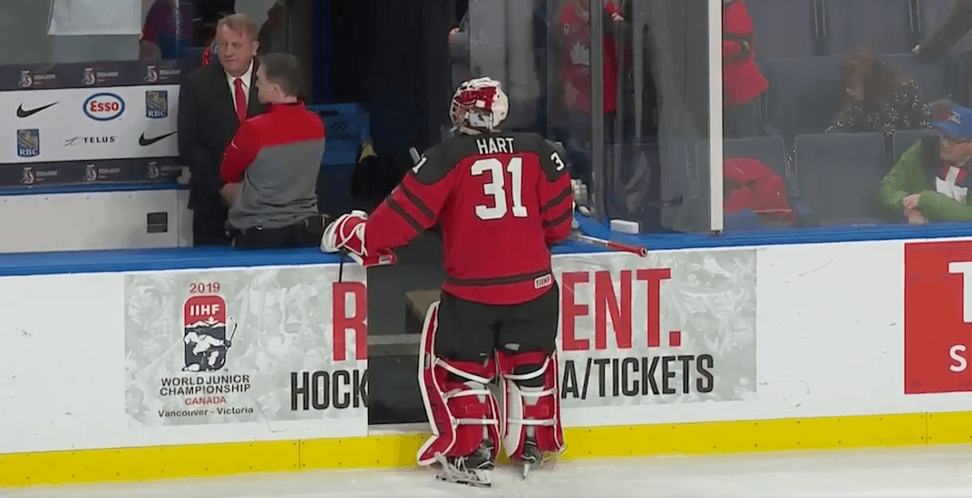 Swiss backup hilariously tries to ruin Team Canada goalie's silly superstition (VIDEO)
