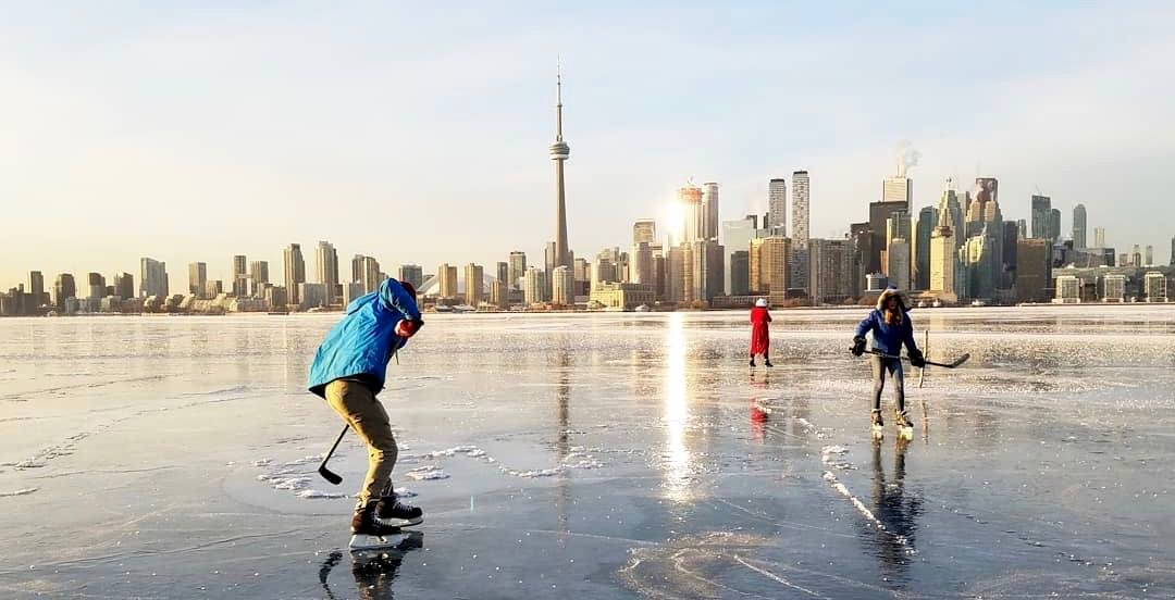 People have been playing hockey on Toronto Harbour ice (PHOTOS)