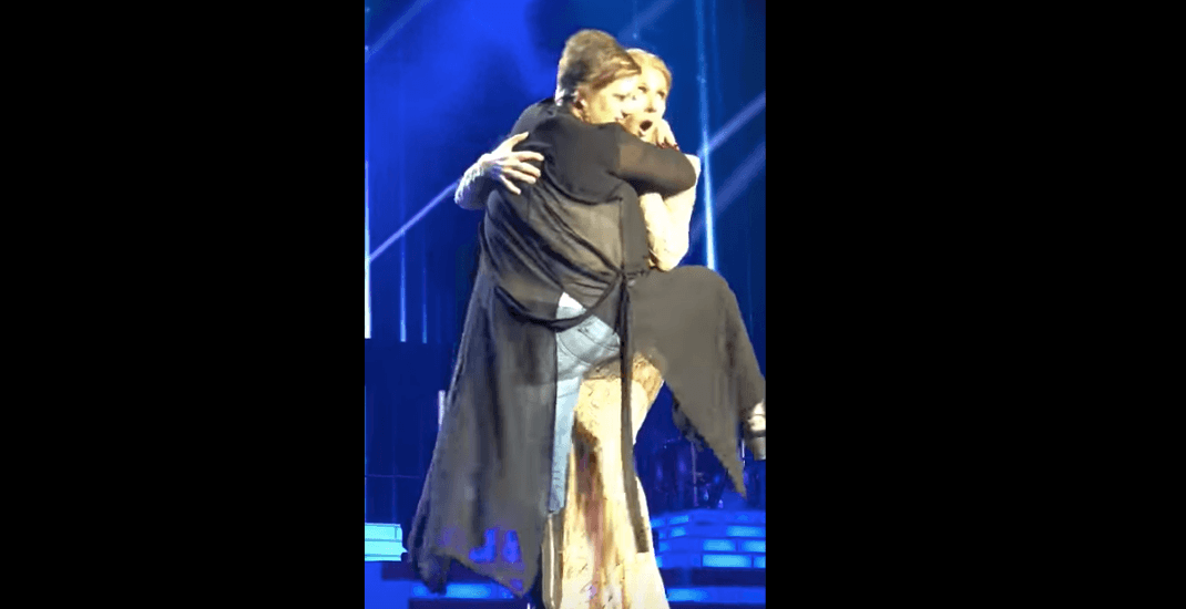 Céline Dion handles fan who gets a little too close with pure class (VIDEO)