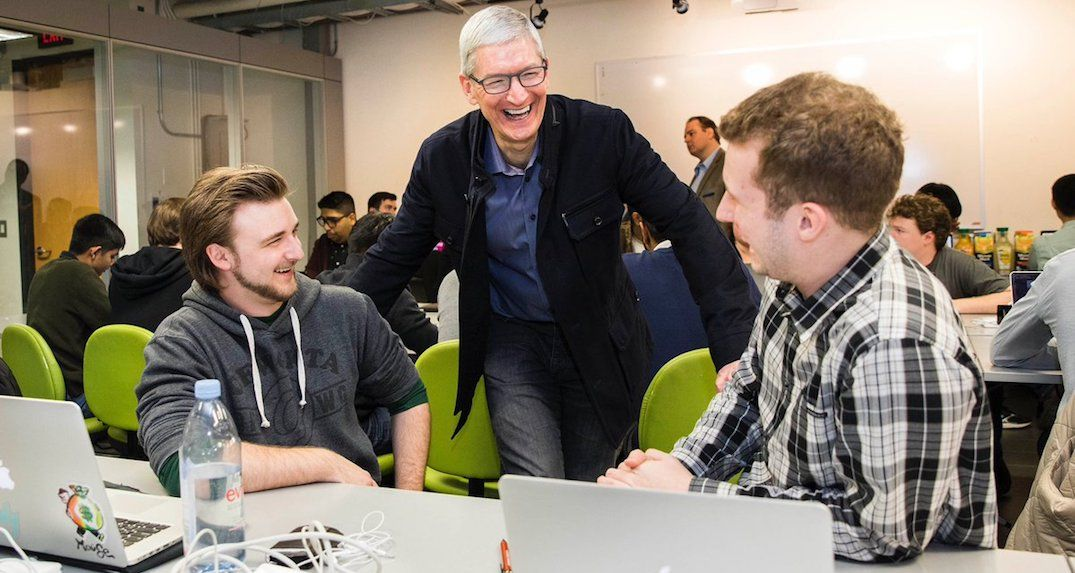 Apple CEO Tim Cook thanks Toronto following surprise visit (PHOTOS)