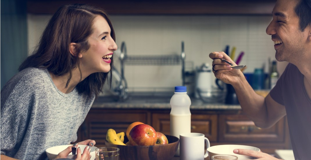 Couple eating breakfast together / Shutterstock