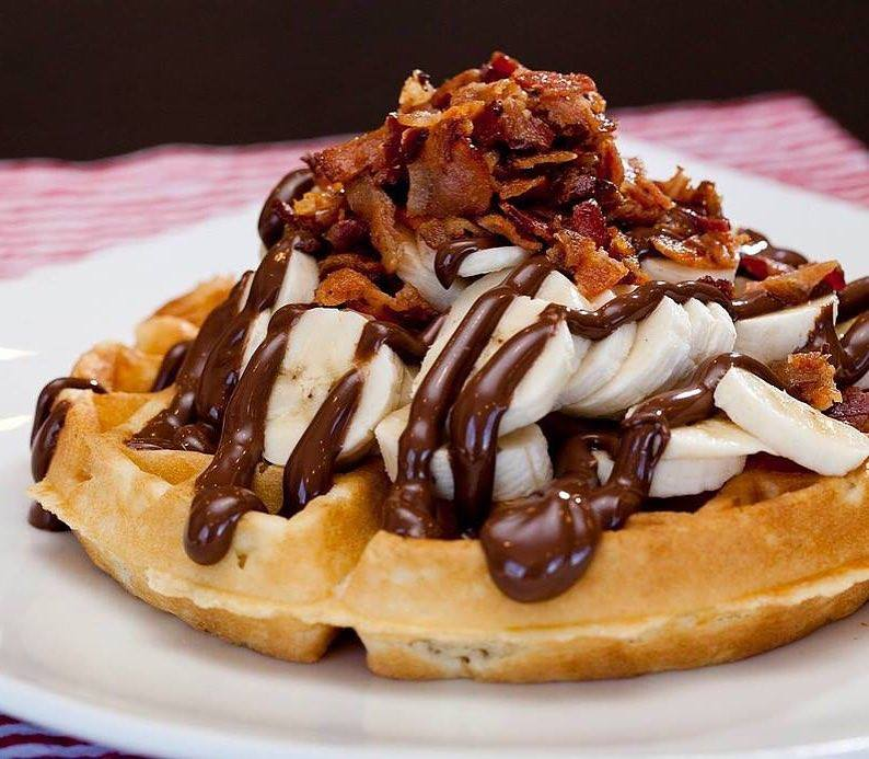 L'Oeufrier nutella bacon waffle