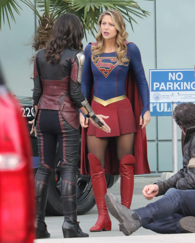 supergirl filming vancouver melissa benoist