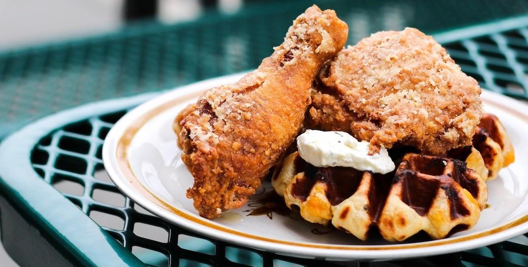 Jukebrunch chickenwaffles 1 creditamyho