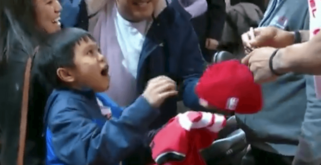 DeRozan wows the crap out of this young Raptors fan (VIDEO)