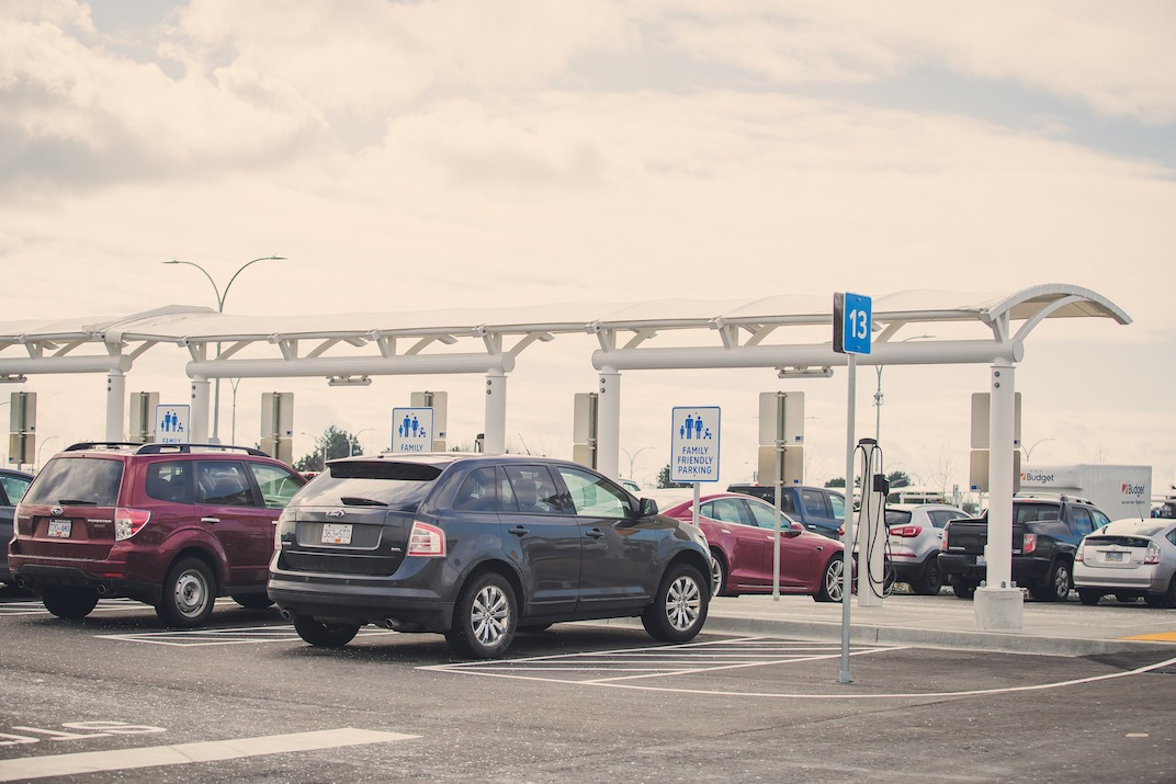 Vancouver Airport Long & Short Term Parking Rates Vancouver Airport offers four types of parking facilities which range from Gateway Valet to on-airport economy long-term parking. South Terminal Parking is intended for passengers whose flights depart from this terminal.