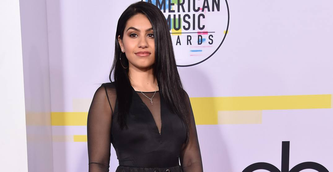 Alessia Cara arrives for the 2017 American Music Awards on November 19, 2017 in Los Angeles, CA
