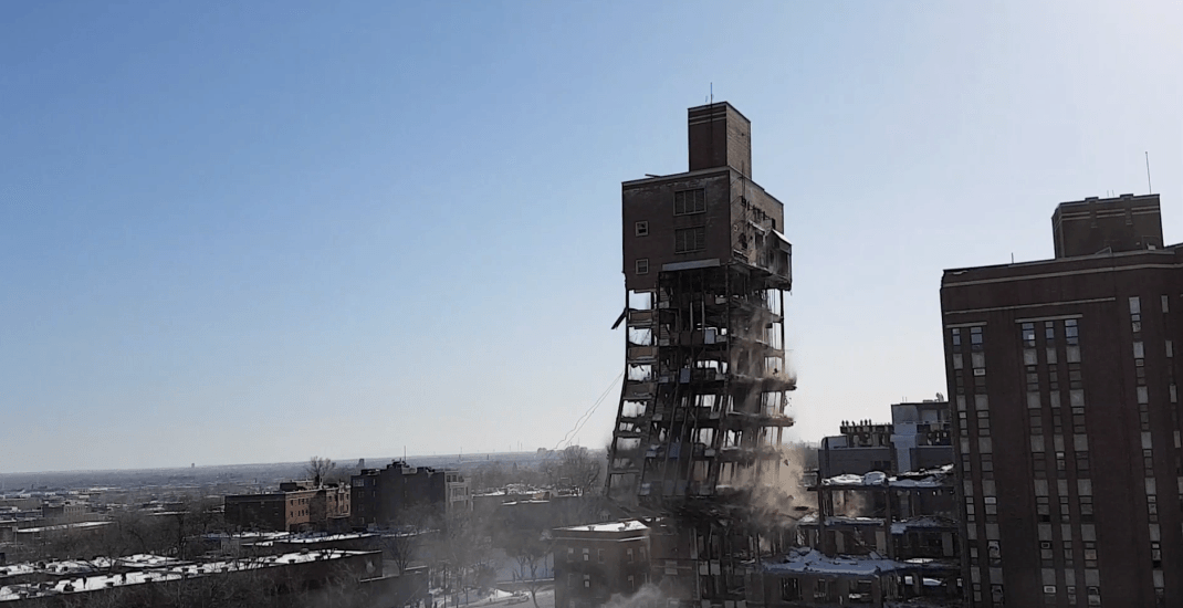 This is what the collapse of the old Montreal Children's Hospital looked like (VIDEO)