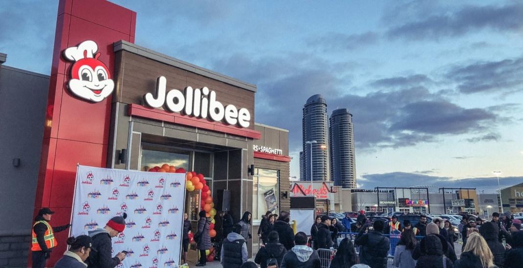 Jollibee opening in Toronto draws 8-hour line-ups (PHOTOS)