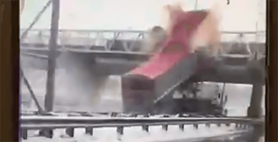 Semi-trailer smashes into highway overpass north of Montreal (VIDEO)