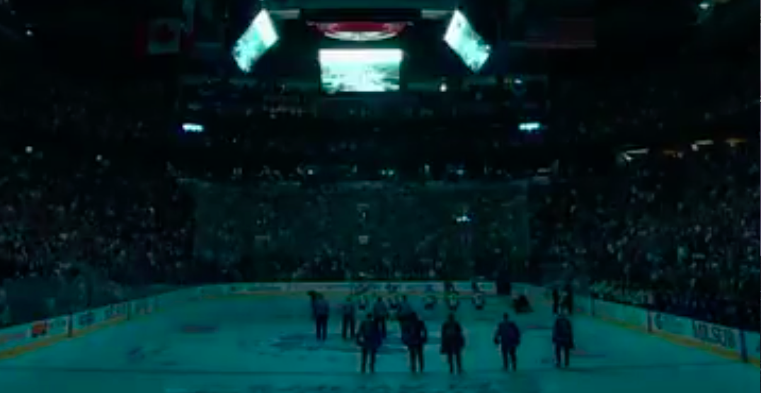 Thousands observe moment of silence before Leafs game after Toronto van attack (VIDEO)