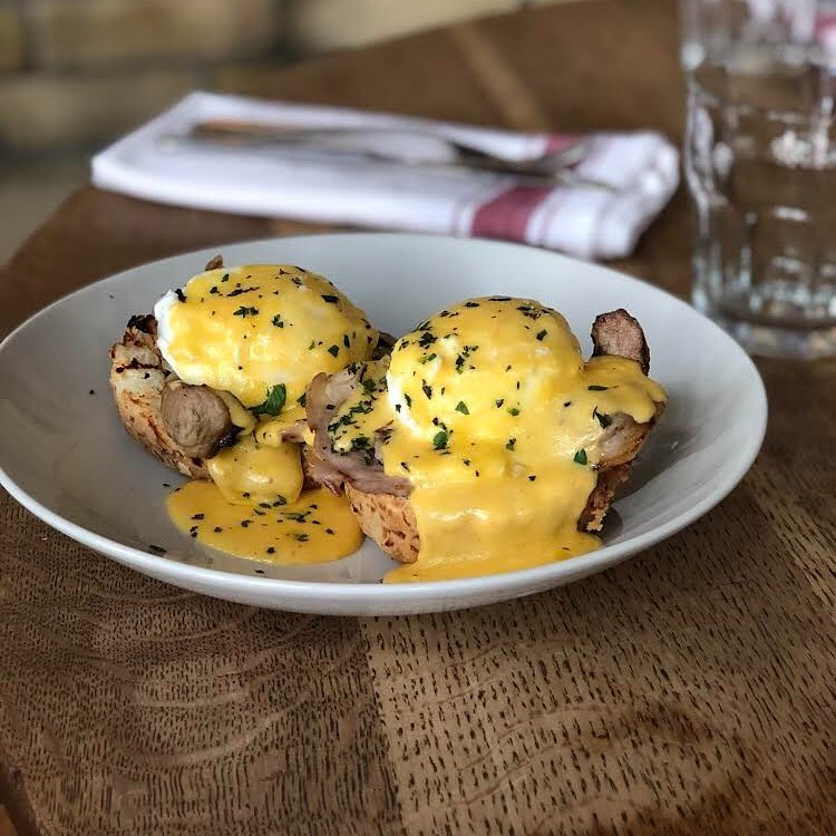 Queen & beaver brunch eggs benedict