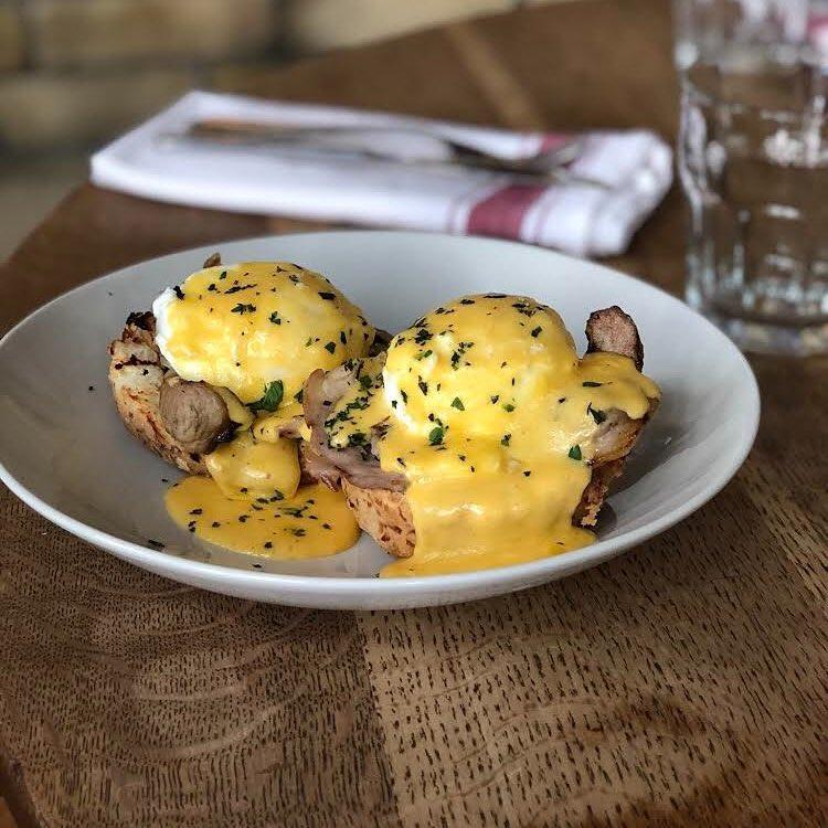 Queen & beaver brunch eggs benedict