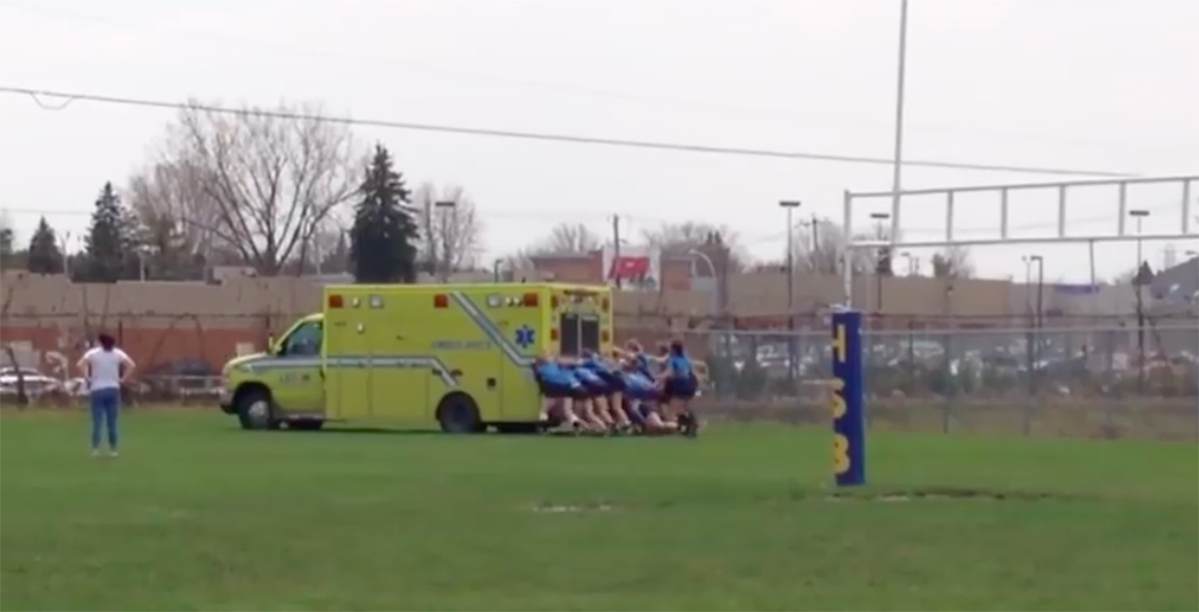 Quebec Girls Rugby team push ambulance to get injured teammate to hospital (VIDEO)