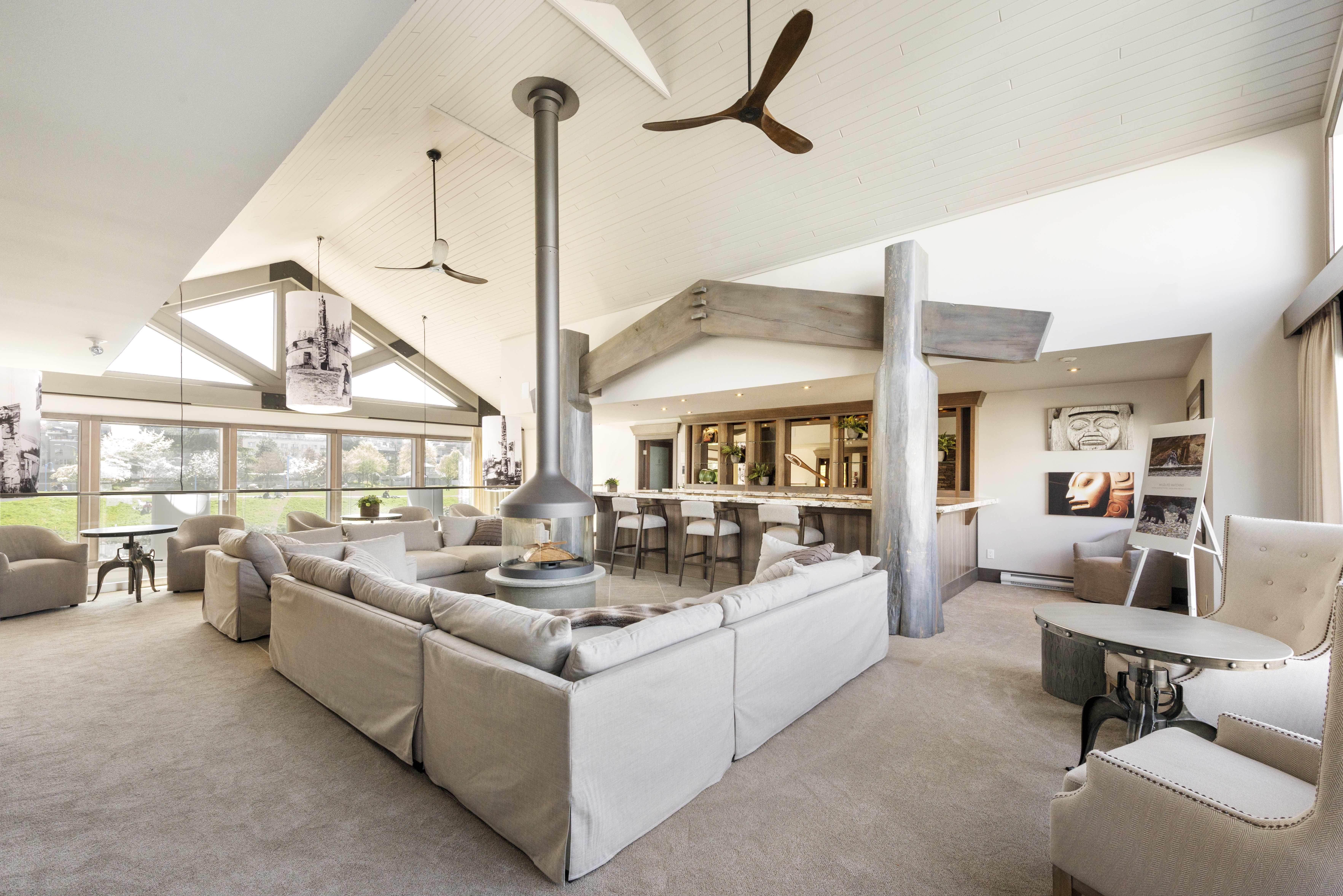 Living Area /Myshsael Schlyecher