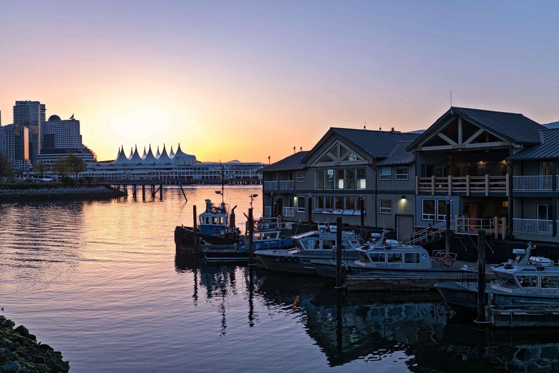 Ocean House docked in Vancouver Harbour /Lorand Szasz