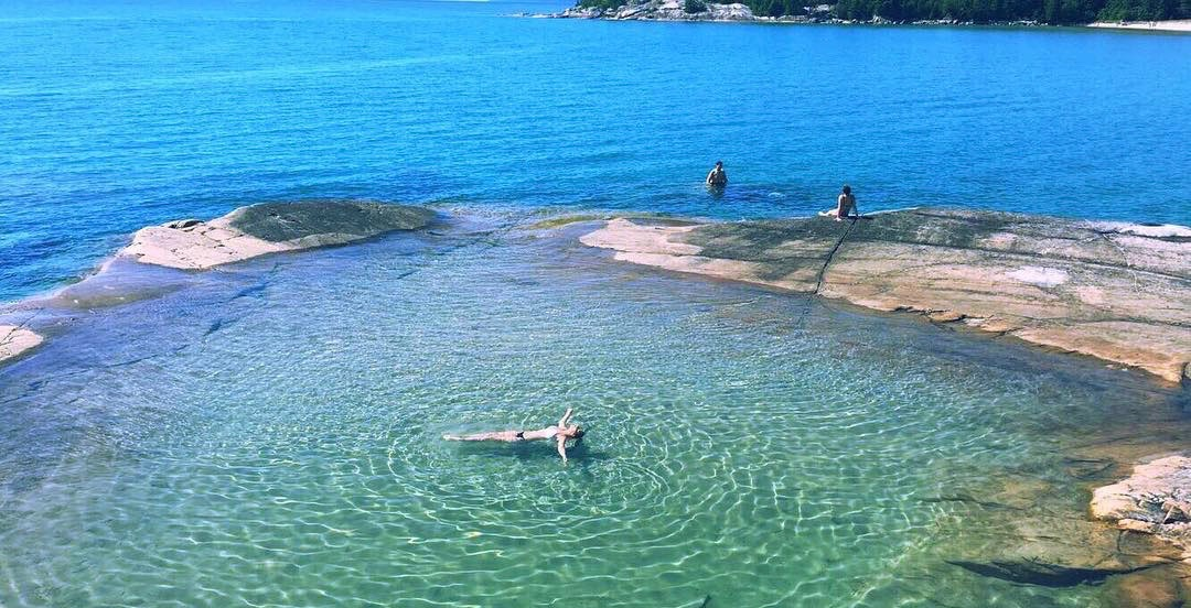 Ontario has a breathtaking natural 'bathtub' you need to visit (PHOTOS)