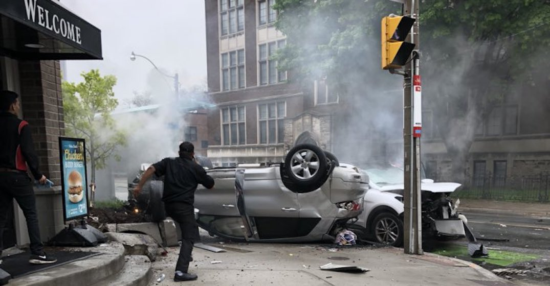 Alleged robbery suspects flee following horrific rollover in Toronto (VIDEO)