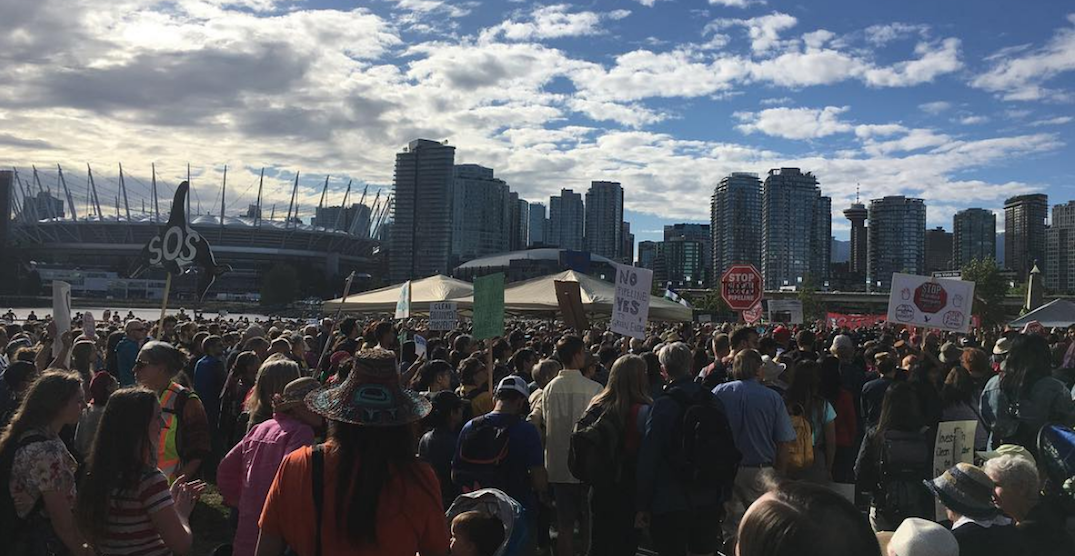 Hundreds rallied against federal buyout of Kinder Morgan in Vancouver (PHOTOS)