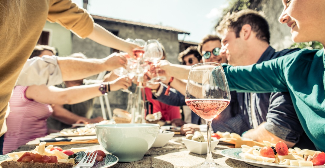 6 steps to hosting a party in your 30s (if you suck at parties)